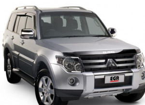 Mitsubishi Pajero 2007-2014 - Дефлектор капота (мухобойка), карбон (EGR) фото, цена