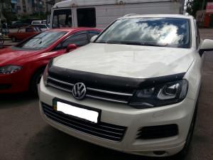 Volkswagen Touareg 2011-2013 - Дефлектор капота, темный, с надписью, EGR фото, цена