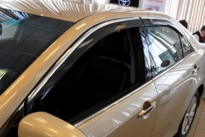 Toyota Camry 2011-2016 - Дефлекторы окон (ветровики), темные, с хром молдингом, комплект 4 шт. (China) фото, цена