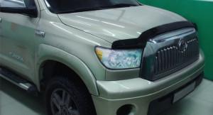 Toyota Tundra 2007-2012 - Дефлектор капота (мухобойка), темный. (Sim) фото, цена