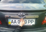 Toyota Camry 2006-2011 - Хромированная накладка над номером. (Omsa) фото, цена
